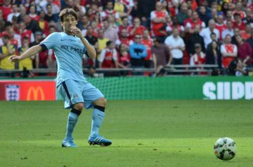 David Silva signs a new one-year City deal