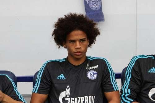 Fernandinho extends Man City deal