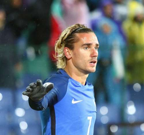 United and Real Madrid dealt blow in Griezmann chase