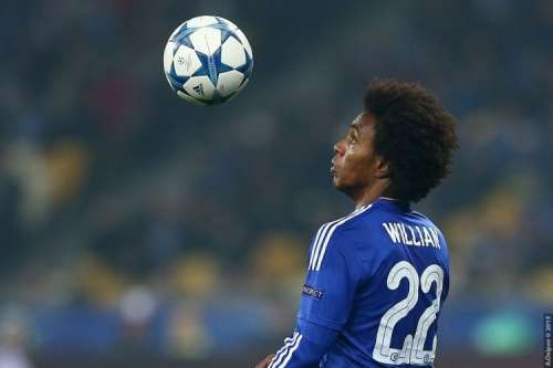Willian insists he is happy at Chelsea amidst Man Utd links